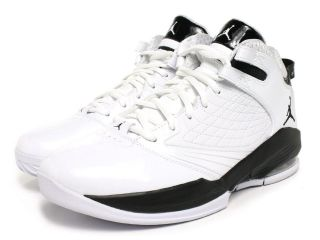 youth basketball shoes in Clothing,