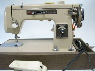 Montgomery Wards Signature Deluxe Sewing Machine Model URR I 15   PICK