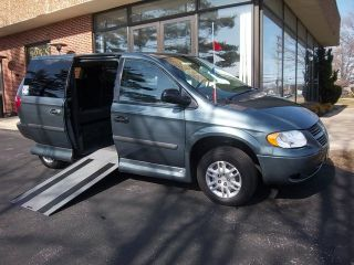 Northstar Side Entry Handicap Accessible Wheelchair Van   Clean Carfax