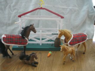 Chestnut Ridge Stable w 4 Toy Horses Stable Breyer Like