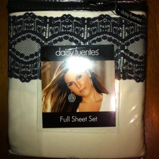 Daisy Fuentes Allure Full Sheet Set   Ivory Cream With Black Lace Trim