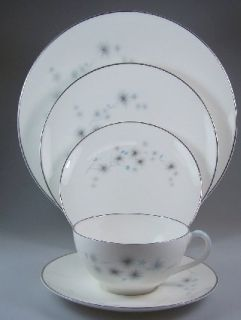 Royal Doulton Thistledown H4993 5 Piece Place Setting