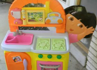 Fisher Price DORA THE EXPLORER TALKING KITCHEN PLAYHOUSE + CASH