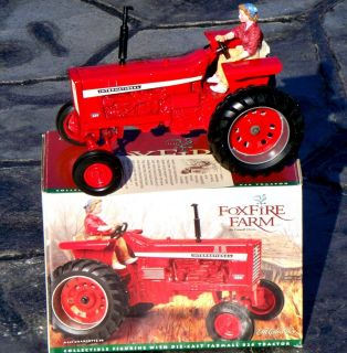 Ertl Foxfire Farm INTERNATIONAL 826 IH Tractor 1 16 Lowell Davis