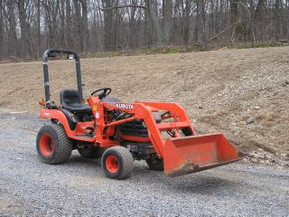Kubota BX2200 4x4 Tractor W LA211 front end loader wood log splitter