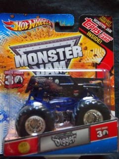 Hot Wheels 1 64 Monster Jam Son UVA Grave Digger w Topps Trading Card